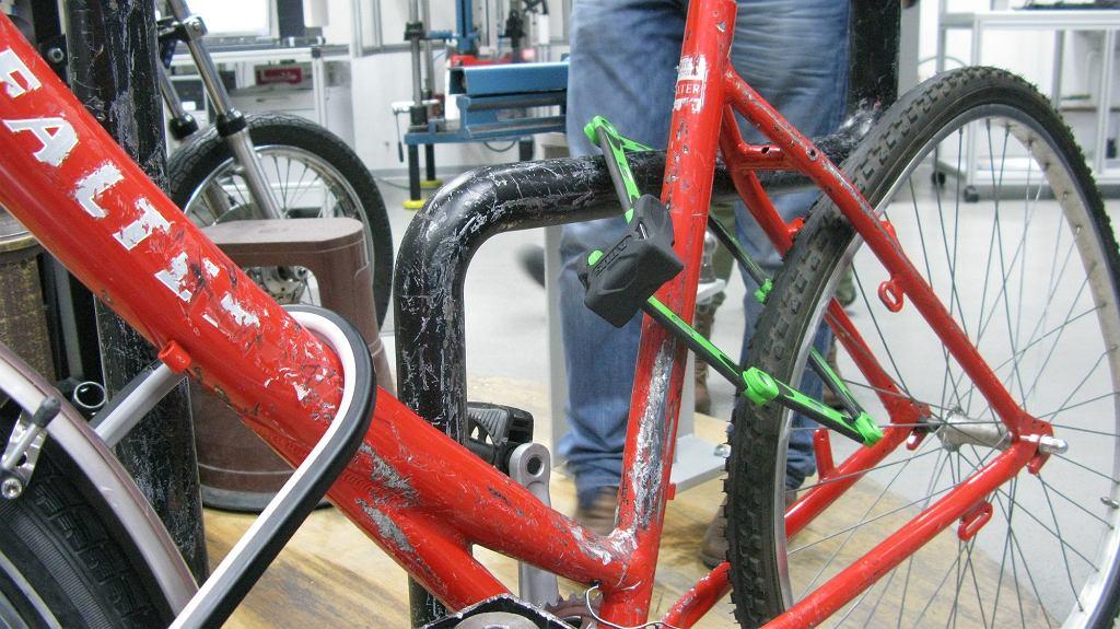 manekin roweru do testowania zabezpieczeń