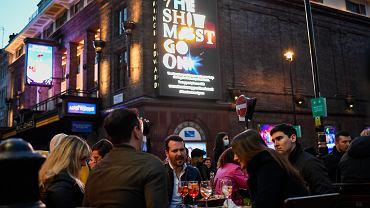 Luzowanie obostrzeń w Europie. Wielka Brytania otwiera puby