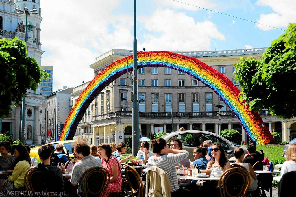 Tęcza na placu Zbawiciela w Warszawie / ADAM STĘPIEŃ