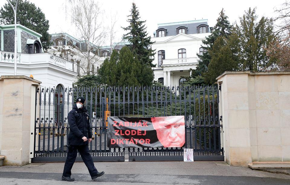 z26990999V,Brama-ambasady-rosyjskiej-w-P