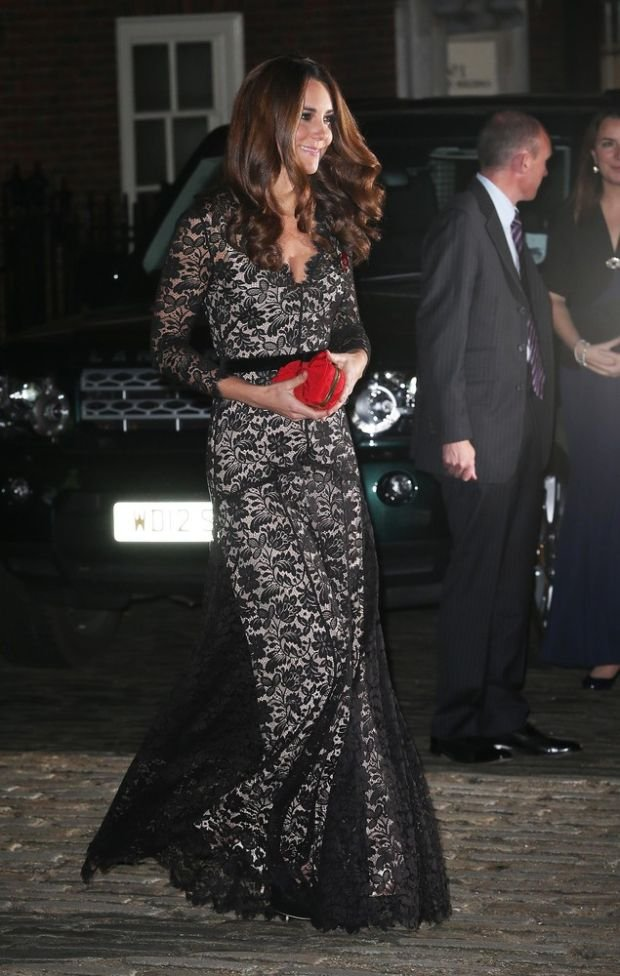 11/8/2012  -  London,  England,  United Kingdom:  The Duchess of Cambridge arrives at a reception and dinner in aid of the University of St Andrews 600th Anniversary Appeal  in London, Thursday,  8th November 2012.  ( Stephen Lock / i-Images / Polaris)