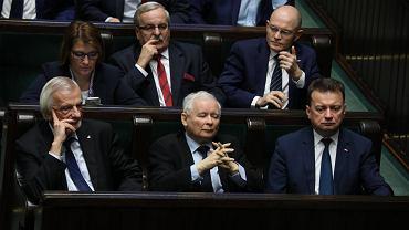 12.12.2017, Jarosław Kaczyński w towarszystwie Ryszarda Terleckiego i Mariusza Błaszczaka w ławach sejmowych.