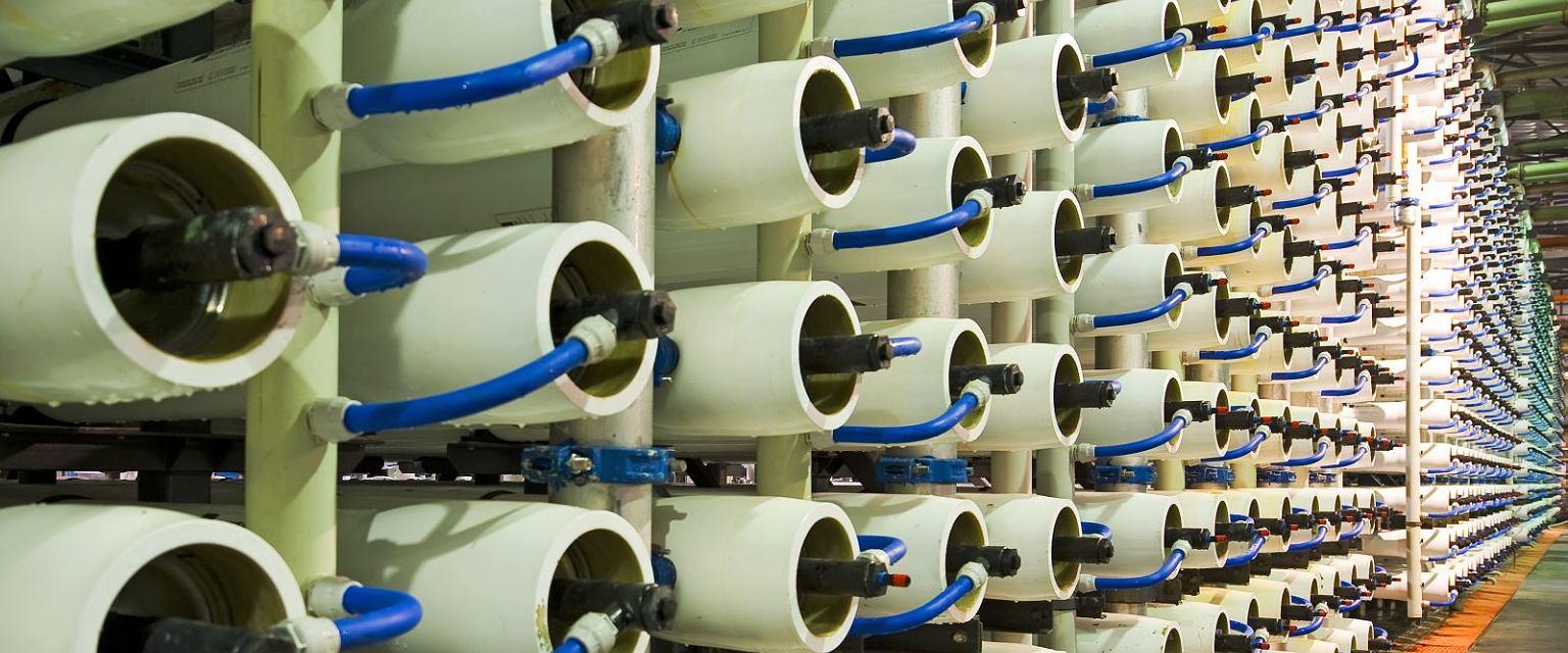 Zakład odsalania wody morskiej w procesie odwróconej osmozy w Aszkelonie w Izraelu (/ Fot. Shutterstock)
