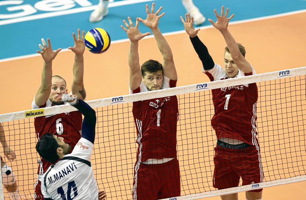 Mistrzostwa świata w siatkówce. Od lewej: Bartosz Kurek , Piotr Nowakowski i Artur Szalpuk podczas meczu Polska - Iran.