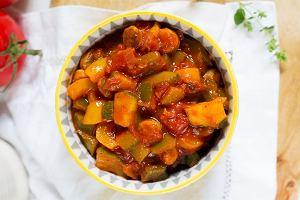 Przepis na leczo z cukinią i kiełbasą - prosty i pyszny obiad na letnie dni