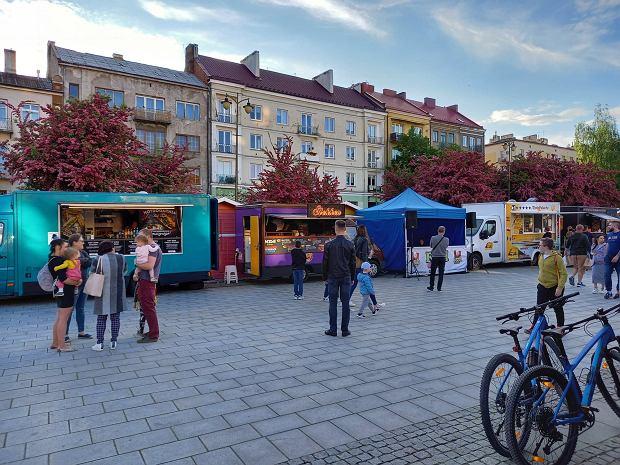 Zdjęcie numer 17 w galerii - Po sukcesie w Kielcach food trucki znów serwują u nas pyszności