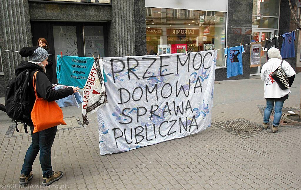 Tak przeciwko domowej przemocy demonstrowali uczestnicy VII Manify w Katowicach
