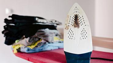 Jak wyczyścić przypalone żelazko ceramiczne?