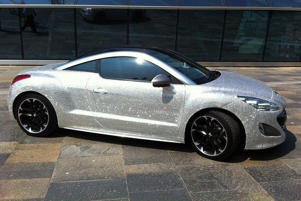Peugeot RCZ pokryty diamentami