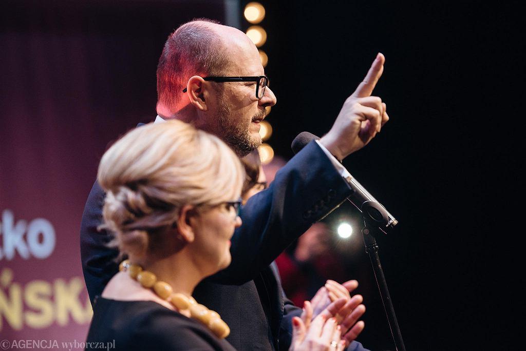 Paweł Adamowicz podczas wieczoru wyborczego po drugiej turze wyborów samorządowych 2018