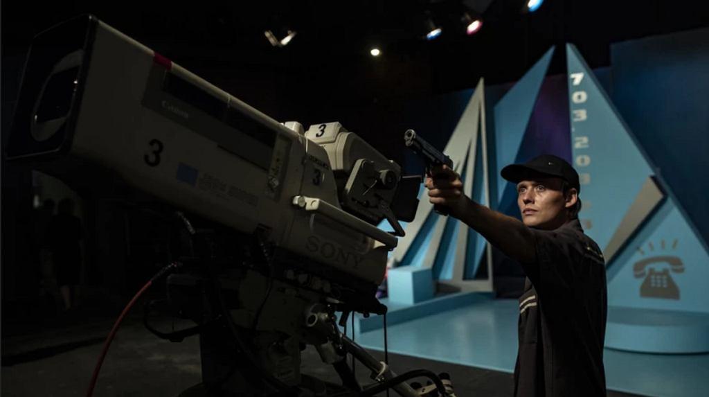Bartosz Bielenia w 'Prime Time'. Film bierze udział w konkursie o Złote Lwy na Festiwalu Polskich Filmów Fabularnych w Gdyni