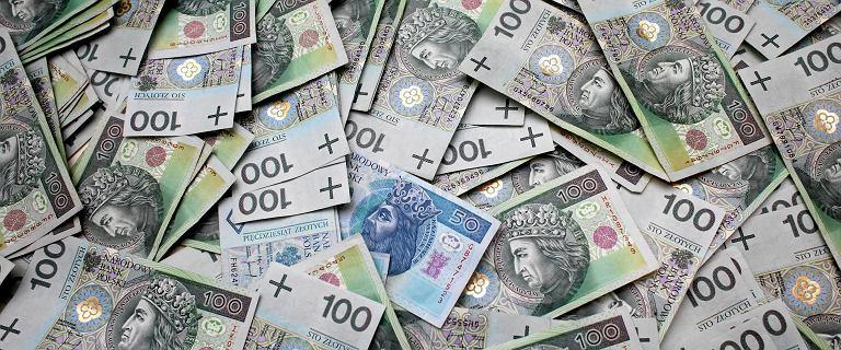 Polscy emeryci zadłużeni na potęgę. Mają do spłacenia ponad 5,6 mld złotych