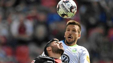 Leverkusen's Kevin Volland, left, and Wolfsburg's Camacho challenge for the ball during the German Bundesliga soccer match between Bayer Leverkusen and VfL Wolfsburg in Leverkusen, Germany, Saturday, Sept. 1, 2018. (AP Photo/Martin Meissner)