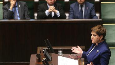 Premier Beata Szydło przedstawia informacje rządu ws. komunikatu Komisji Europejskiej