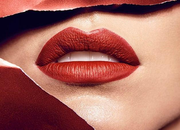 Makijaż powiększający usta