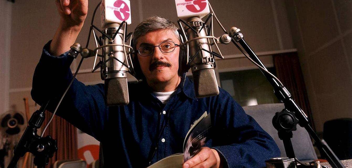 Marek Niedźwiecki w studiu radiowej Trójki (fot. Maciej Zienkiewicz / Agencja Gazeta)