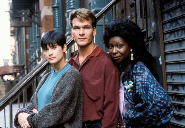 Demi Moore, Patrick Swayze i Whoopi Goldberg w filmie 'Uwierz w ducha'