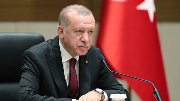 Przed oficjalną wizytą w Kijowie prezydent Turcji Recep Tayyip Erdogan zapowiedział, że Anakara będzie śledzić sytuację krymskich Tatarów. Powtórzył też, że Turcja nie uzna aneksji Krymu przez Rosję. Na zdjęciu: Erdogan podczas konferencji prasowej w Ankarze, 5 lutego 2020 r.