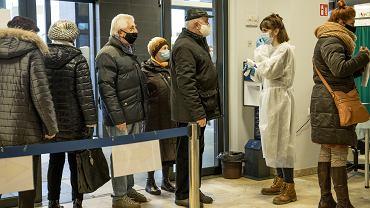 Kolejki do rejestracji na szczepienia