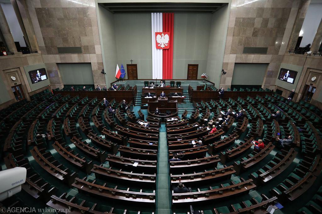 Strzał w Sejmie. Były szef BOR: Przepisy zabraniają mieć wprowadzony nabój