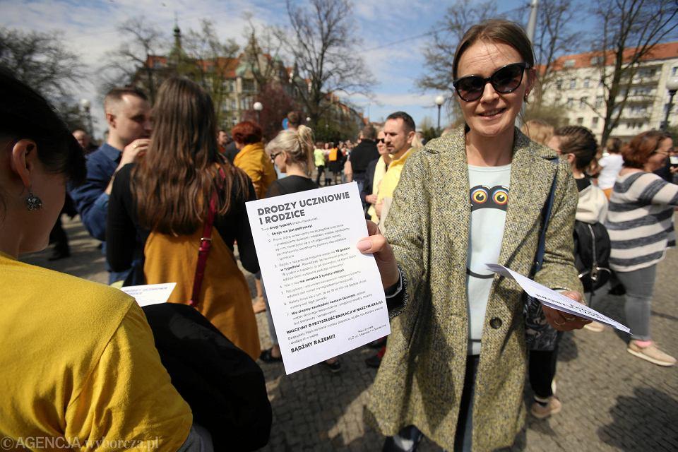 Spacer-protest nauczycieli w Szczecinie