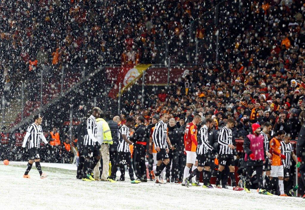 Śnieżyca w Stambule. Mecz Galastaray - Juventus został przełożony na środę
