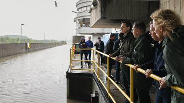 Kraków. Mateusz Morawiecki na posiedzeniu sztabu kryzysowego: Módlmy się, by deszcz przestał padać