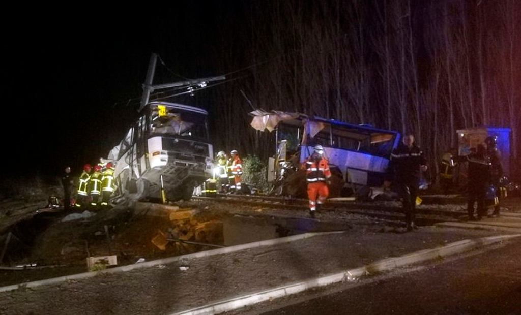 Zderzenie pociągu z autobusem szkolnym w Millas, Francja