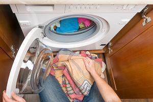 """W łazience czy w kuchni? Gdzie powinna stać pralka? """"Trzymam pralkę w kuchni, ale jestem #teamłazienka"""""""