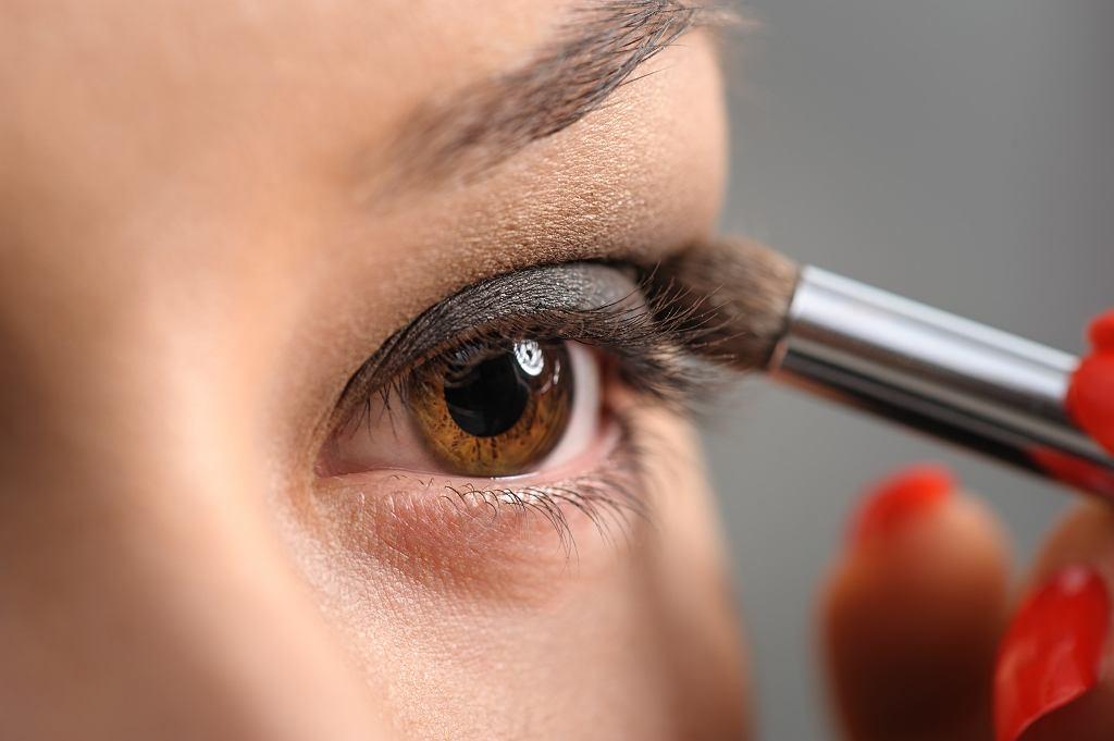 Ciemny makijaż oczu krok po kroku. To łatwiejsze niż myślisz