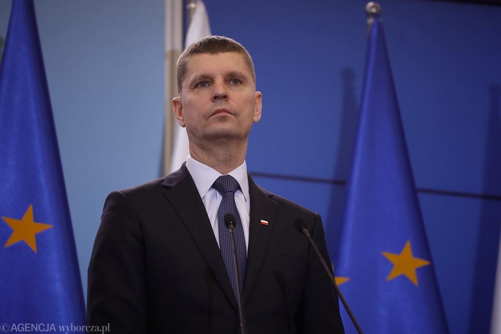 Minister edukacji w rządzie PiS Dariusz Piontkowski podczas konferencji prasowej. Warszawa,11 marca 2020