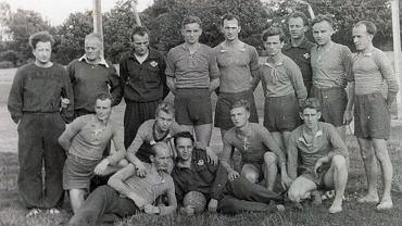 Bronisław Puzowski (stoi pierwszy z prawej) z czasów gry w Polonii Leszno