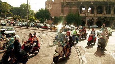 Włosi na skuterach pod Coloseum