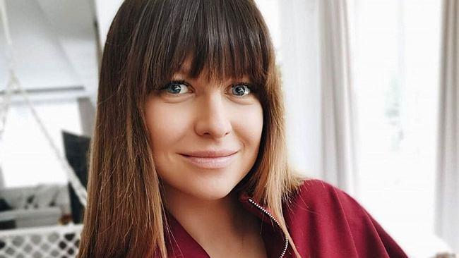 Anna Lewandowska zachwyca w taniej koszulce z Mango. Kosztuje mniej niż 70 zł