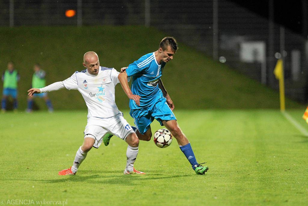 Maciej Więcek (biały strój) z Błękitnych Stargard