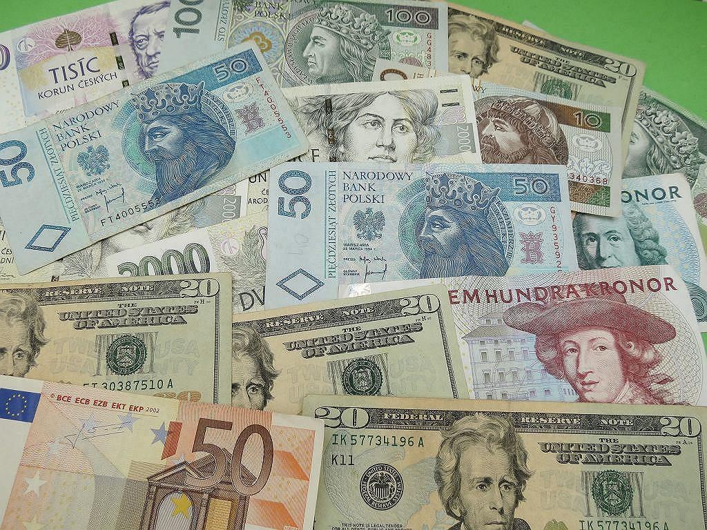 Kursy walut 12.05. Rośnie wartość złotego [Kurs dolara, funta, euro, franka]