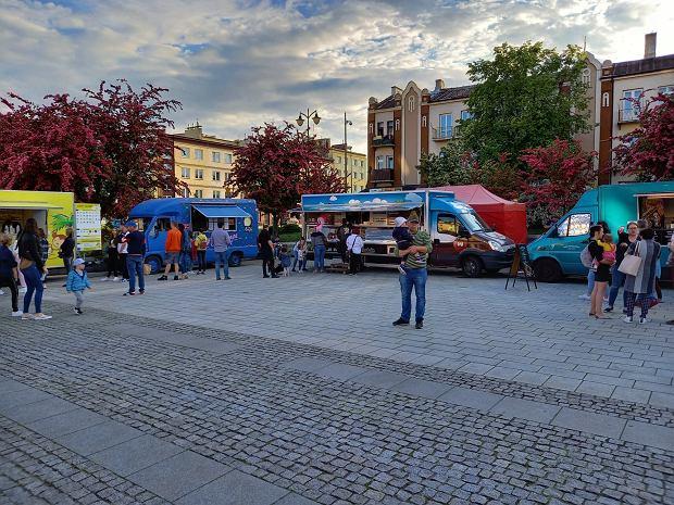 Zdjęcie numer 2 w galerii - Po sukcesie w Kielcach food trucki znów serwują u nas pyszności