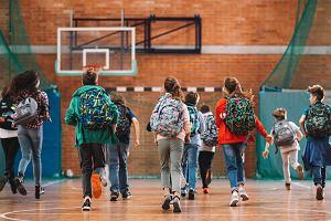 Samodzielny powrót ze szkoły. Rodzice opowiadają o tym, jak przygotowywali do tego dzieci i siebie
