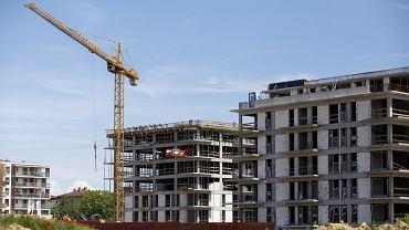 Rynek mieszkaniowy się chwieje. Ekspert: Kluczowa równowaga między popytem a podażą runęła