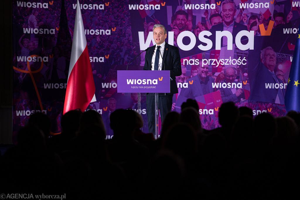 W piątek zgromadzenie ogólne podejmie decyzję o samorozwiązaniu Wiosny. Na zdjęciu: prezes partii Robert Biedroń