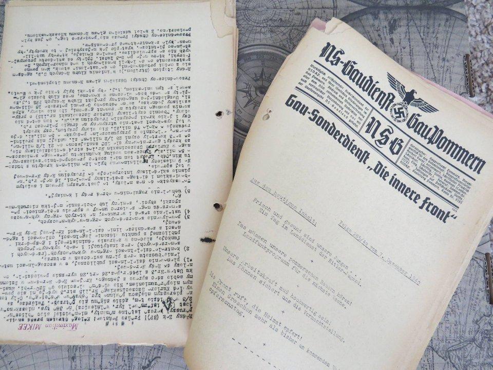 Stenogramy z posiedzeń rady. Na odwrocie kartek - symbole III Rzeszy