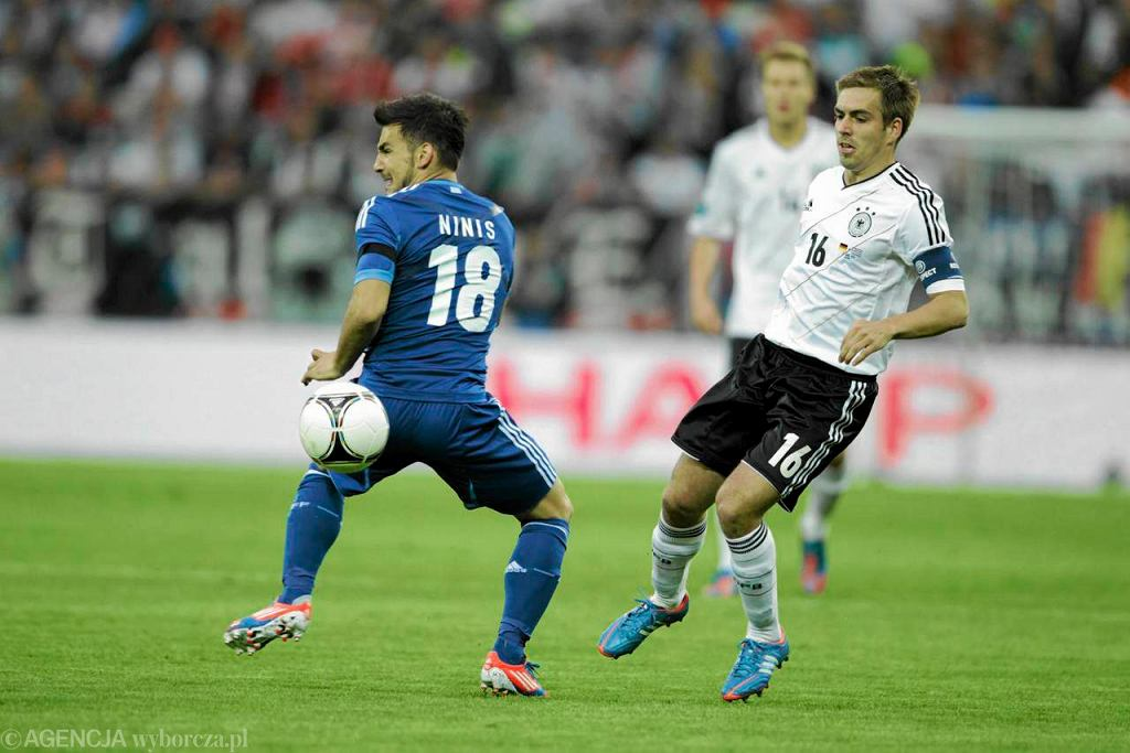Philipp Lahm (z prawej) podczas meczu z Grecją
