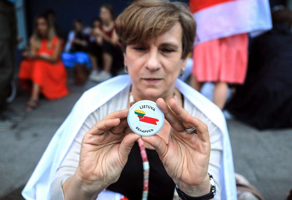 Protest pod białoruską ambasadą w Wilnie przeciwko sfałszowanym wyborom prezydenckim na Białorusi, 20 sierpnia 2020.