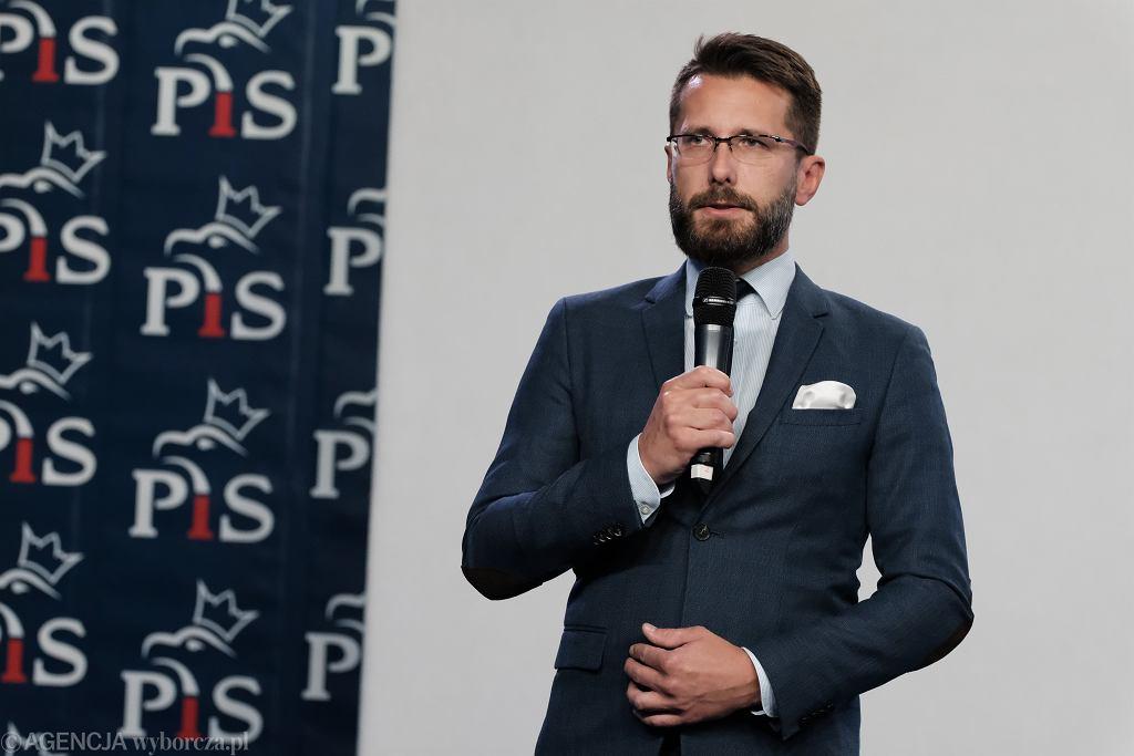 >Konferencja prasowa w Warszawie w sprawie kryzysu koalicyjnego