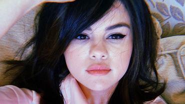 Selena Gomez zapłakana w łóżku