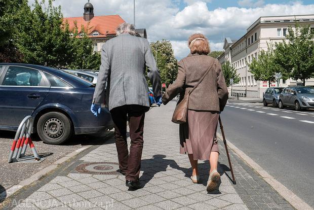 Wiemy, ile ostatecznie będzie wynosić marcowa waloryzacja emerytur. A kiedy emerytura obywatelska?