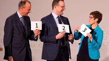 Friedrich Merz, Jens Spahn i Annegret Kramp-Karrenbauer podczas wyborów szefa CDU w listopadzie 2018. Wtedy Merz przegrał z popieraną przez Merkel AKK