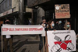 Nie tylko kobiety. Trwają protesty przewoźników turystycznych i właścicieli gastronomii. Magda Gessler wyraża poparcie