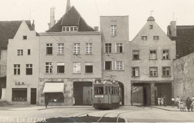 Zdjęcie numer 0 w galerii - 129 lat temu w Toruniu pojawiły się pierwsze konne tramwaje. Tak wozy zmieniały się przez lata [GALERIA]