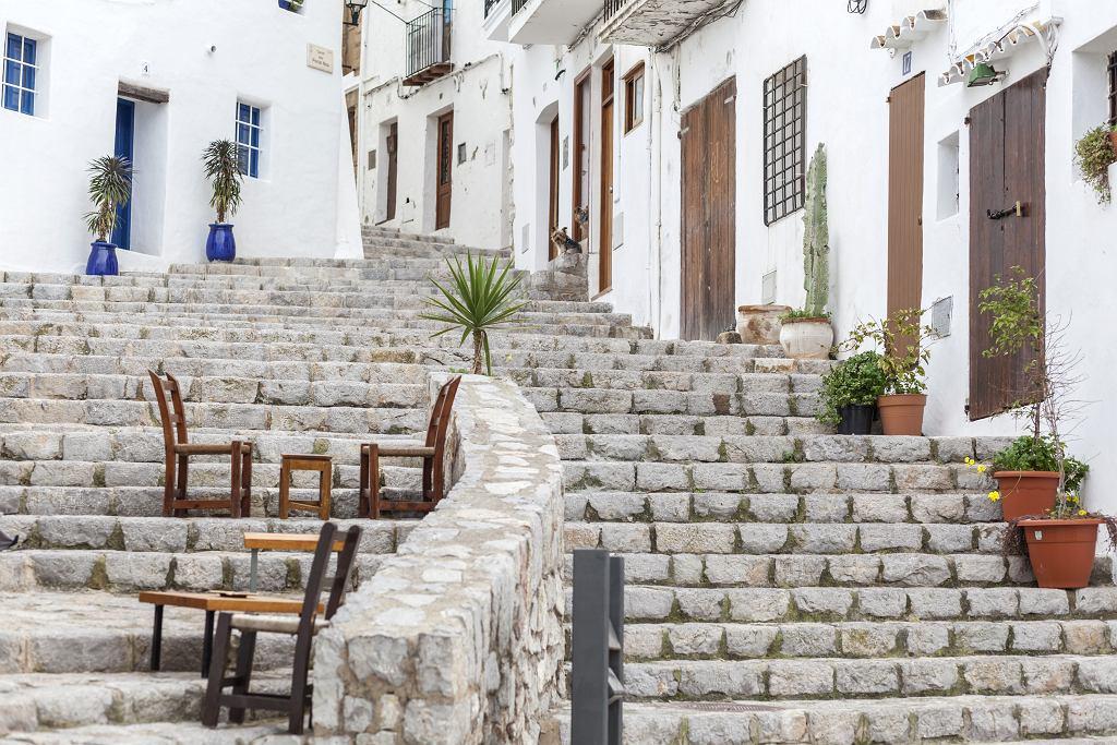 Ibiza, Eivissa to jedno z najlepiej zachowanych średniowiecznych miast Europy.  Dalt Vila, białych domów jest tak wiele, że wyspę nazywa się isla blanca, czyli biała.